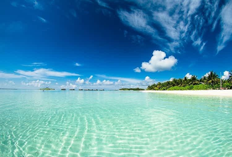Кристалните води на на островната държава Малдиви